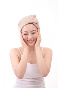 乾燥肌に効果ニベアクリームを高級クリームに変えるレシピとは