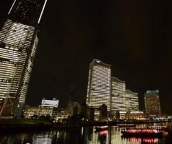 横浜イルミネーション2013、みなとみらいオフィス全館ライトアップ